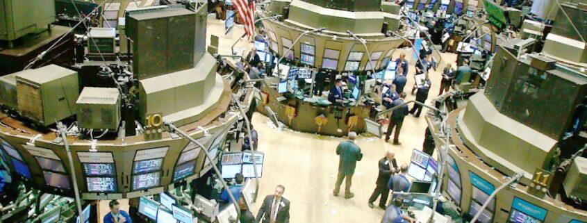 Gold locked in narrow trading range